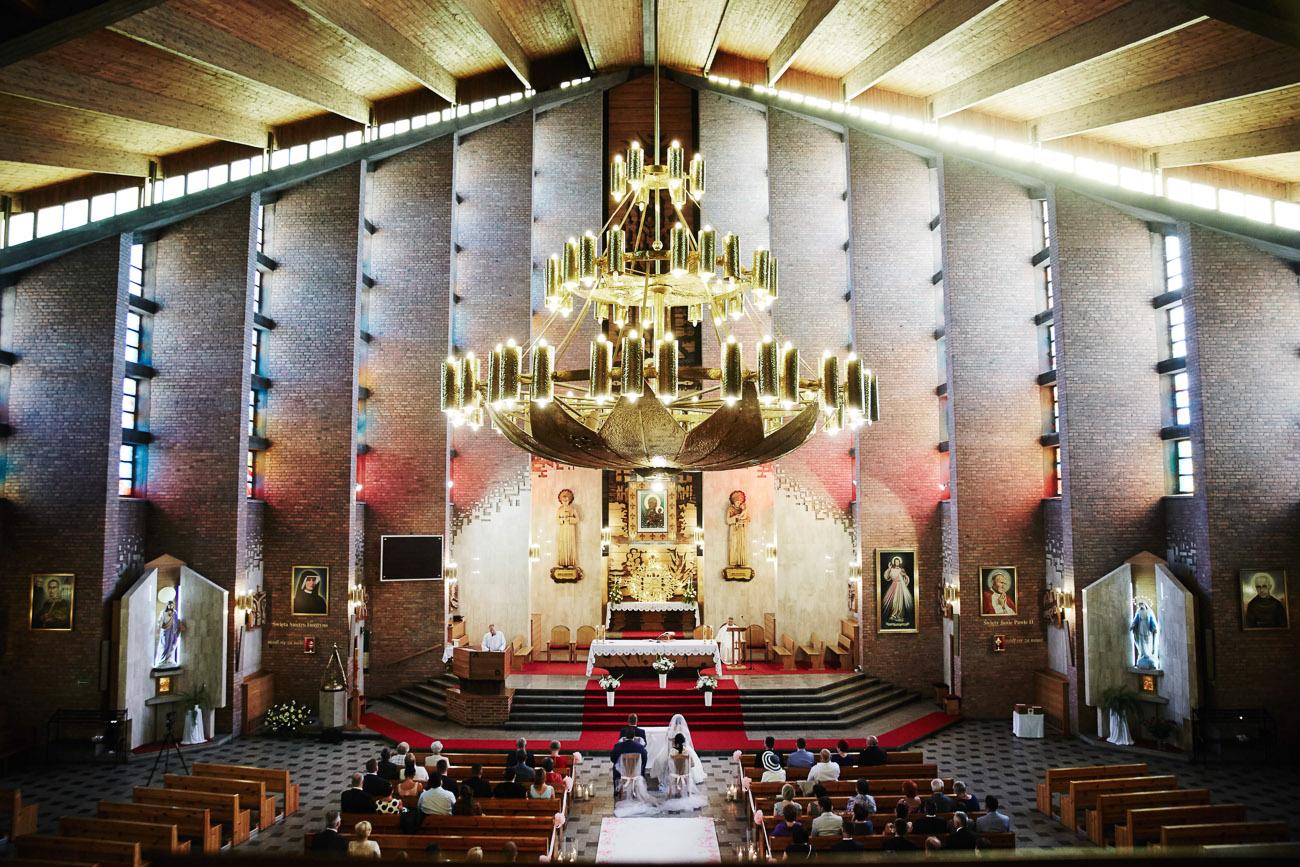 ślub Ani i Pawła, kościół św. Antoniego w Zduńskiej Woli