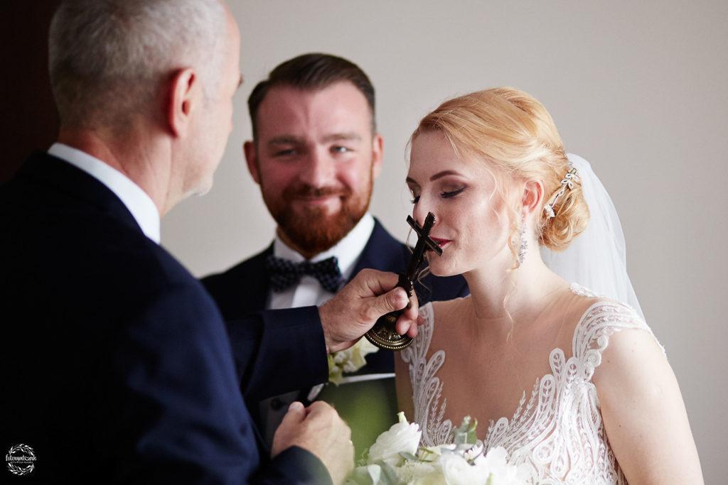 fotografia ślubna Grudziądz - błogosławieństwo 2