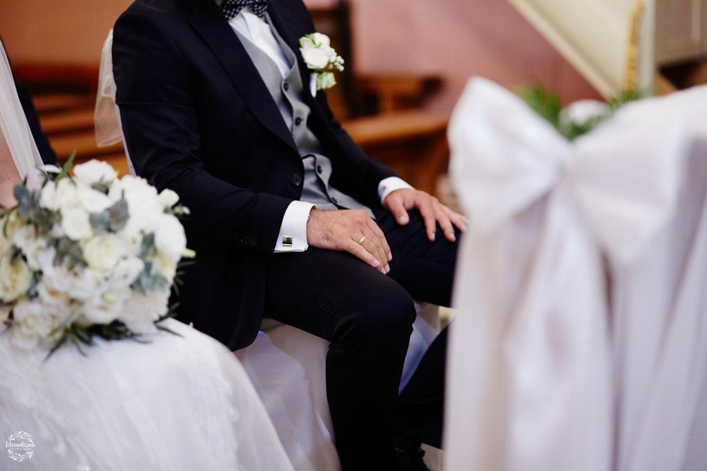 fotografia ślubna Grudziądz - obrączka pana młodego