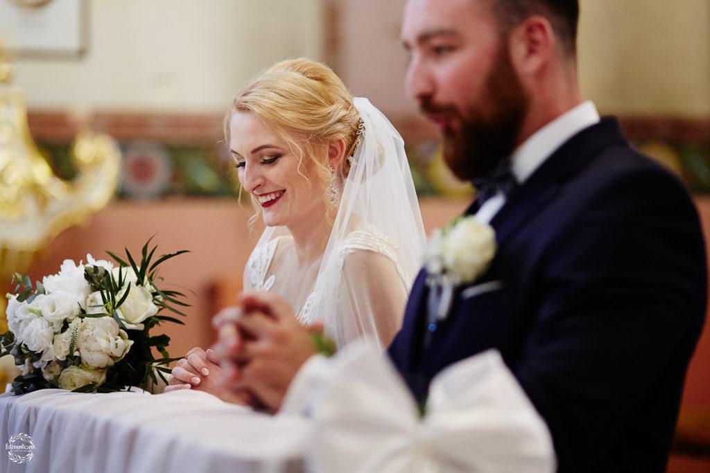 fotografia ślubna Grudziądz - uśmiechnięta panna młoda