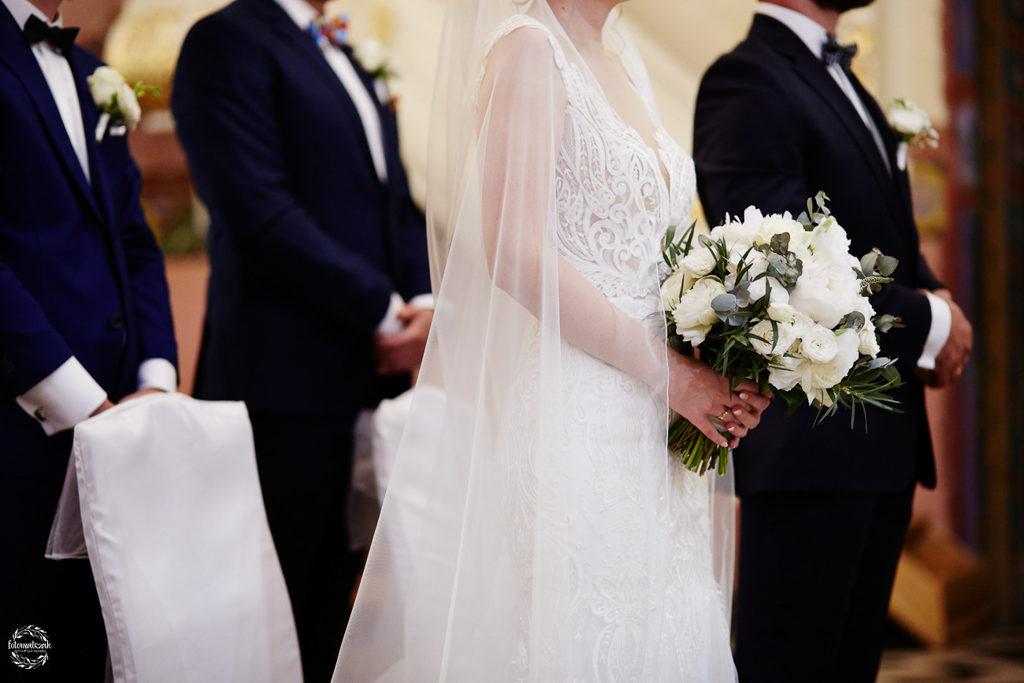 fotografia ślubna Grudziądz - welon i garnitur