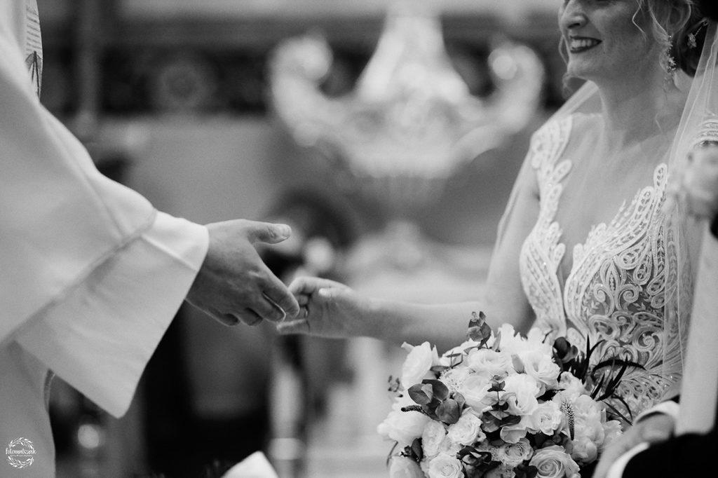 fotografia ślubna Grudziądz - błogosławieństwo w kościele