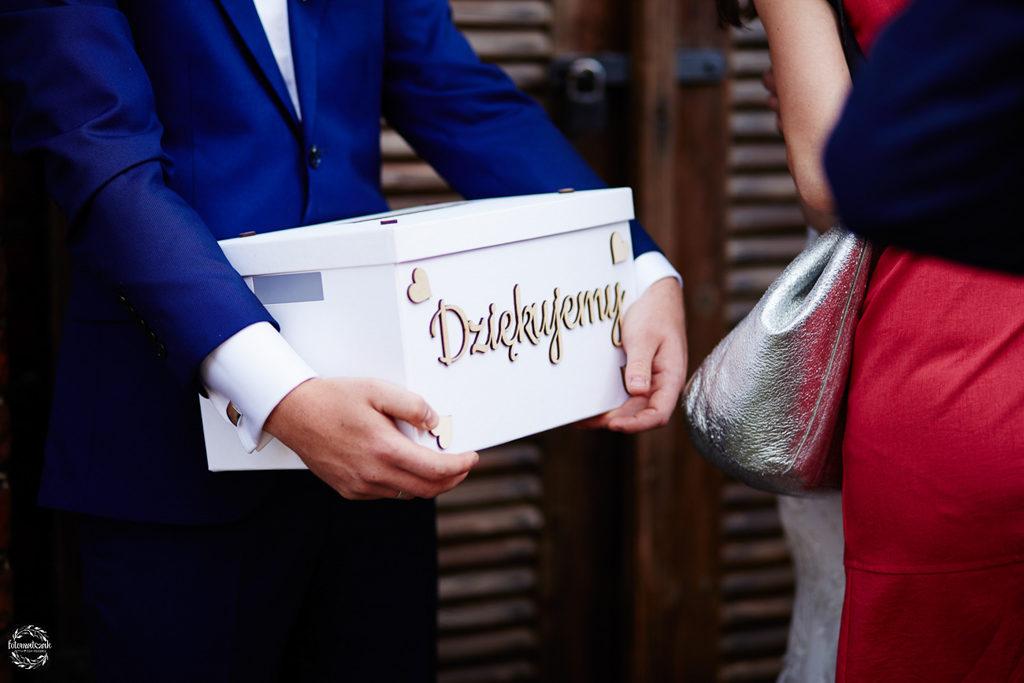 fotografia ślubna Grudziądz - pudełko na koperty - ślub