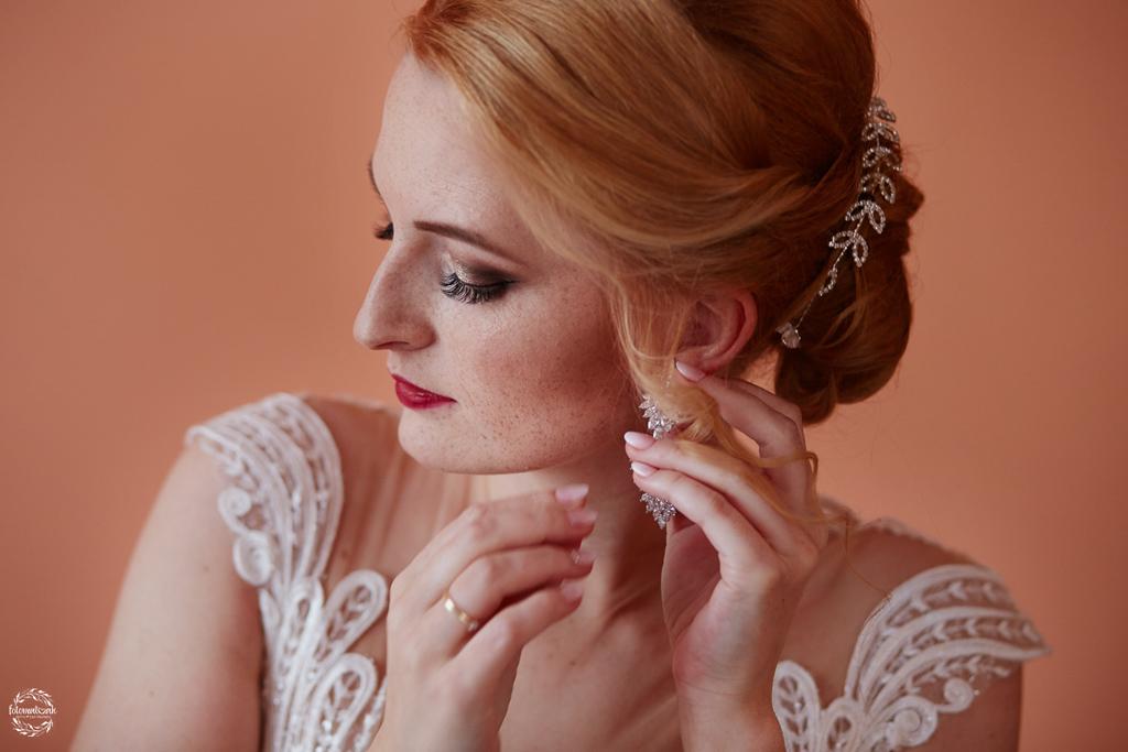 fotografia ślubna Grudziądz - biżuteria ślubna, kolczyki ślubne