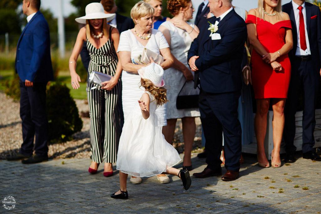 fotografia ślubna Grudziądz - Hotel Przystań - Kikół - sala weselna - dzieci na weselu