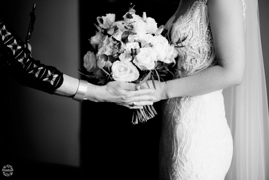 fotografia ślubna Grudziądz - błogosławieństwo - bukiet ślubny