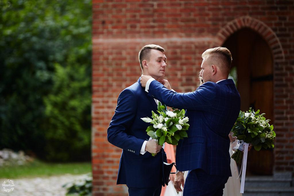 ślub i wesele w Grudziądzu - pan młody i świadek